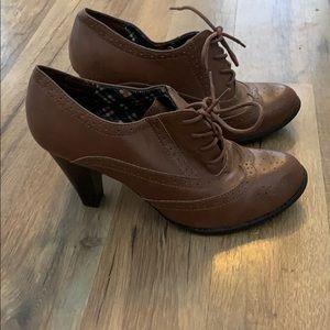 Brown oxford styled heels